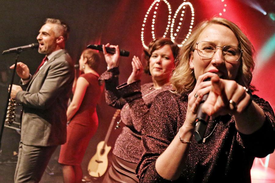 Angels Rule - Angels Rule • Sparkling Christmas • 10 jaar! Met: Robert Lemmens, Anneke Miggiels, Caroline Ermers, Marlies Driessen & Roel Verheggen. Met dank aan Gijs Meijer voor het licht.